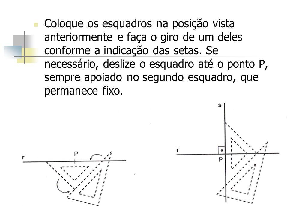 Coloque os esquadros na posição vista anteriormente e faça o giro de um deles conforme a indicação das setas.