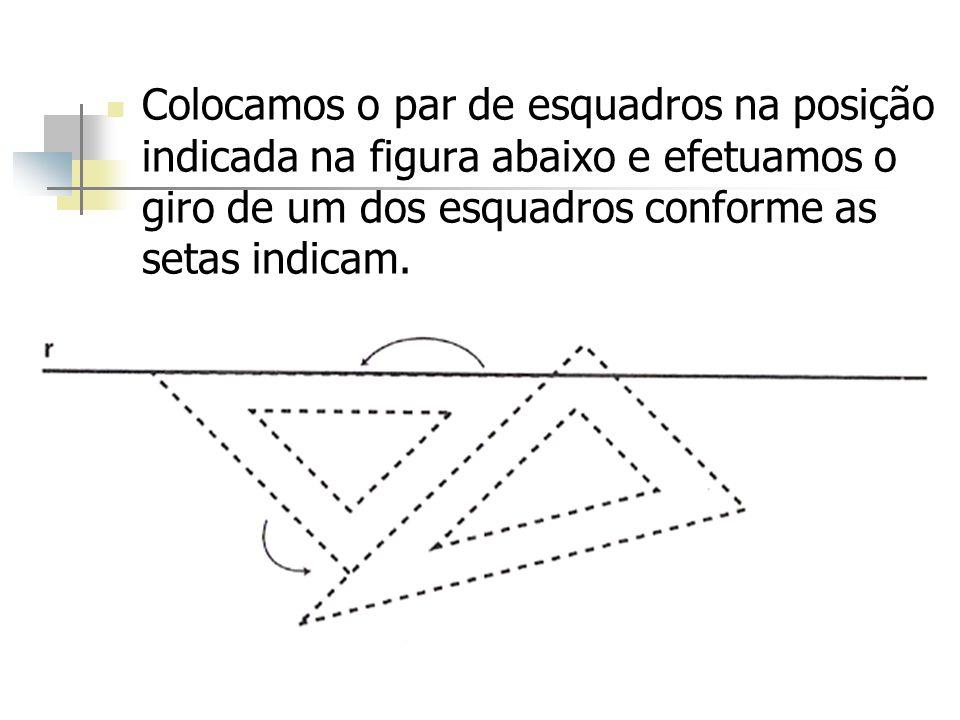 Colocamos o par de esquadros na posição indicada na figura abaixo e efetuamos o giro de um dos esquadros conforme as setas indicam.