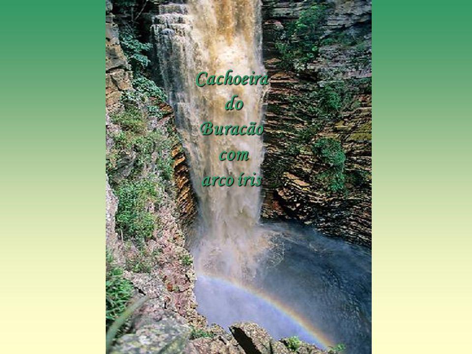 Cachoeira do Buracão com arco íris