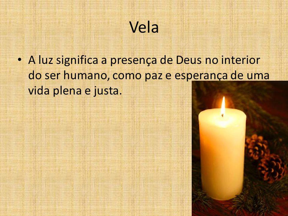 Vela A luz significa a presença de Deus no interior do ser humano, como paz e esperança de uma vida plena e justa.