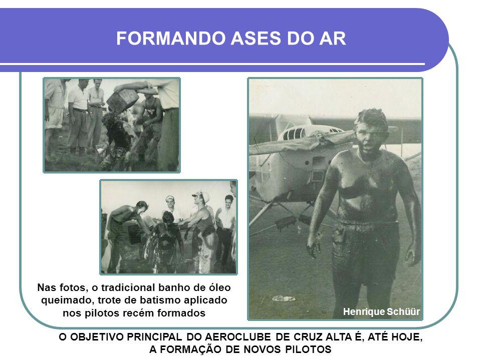FORMANDO ASES DO AR Nas fotos, o tradicional banho de óleo queimado, trote de batismo aplicado nos pilotos recém formados.