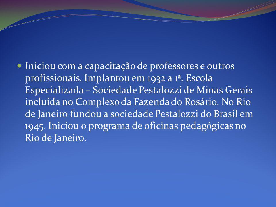 Iniciou com a capacitação de professores e outros profissionais