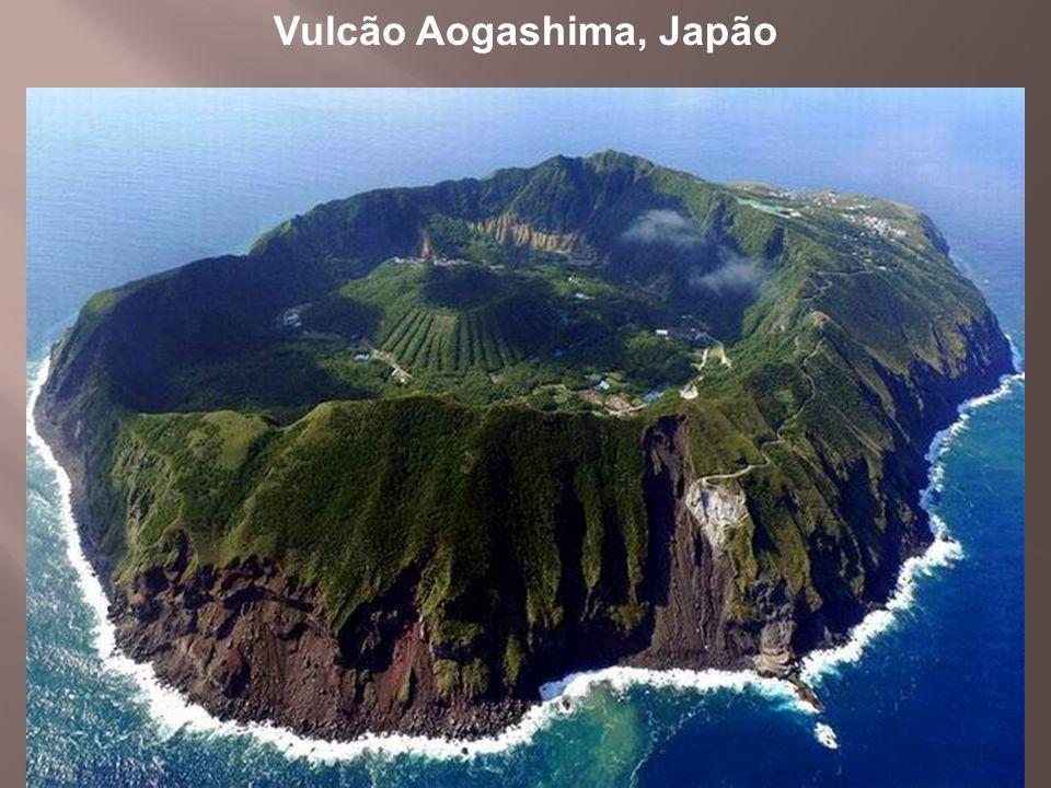 Vulcão Aogashima, Japão