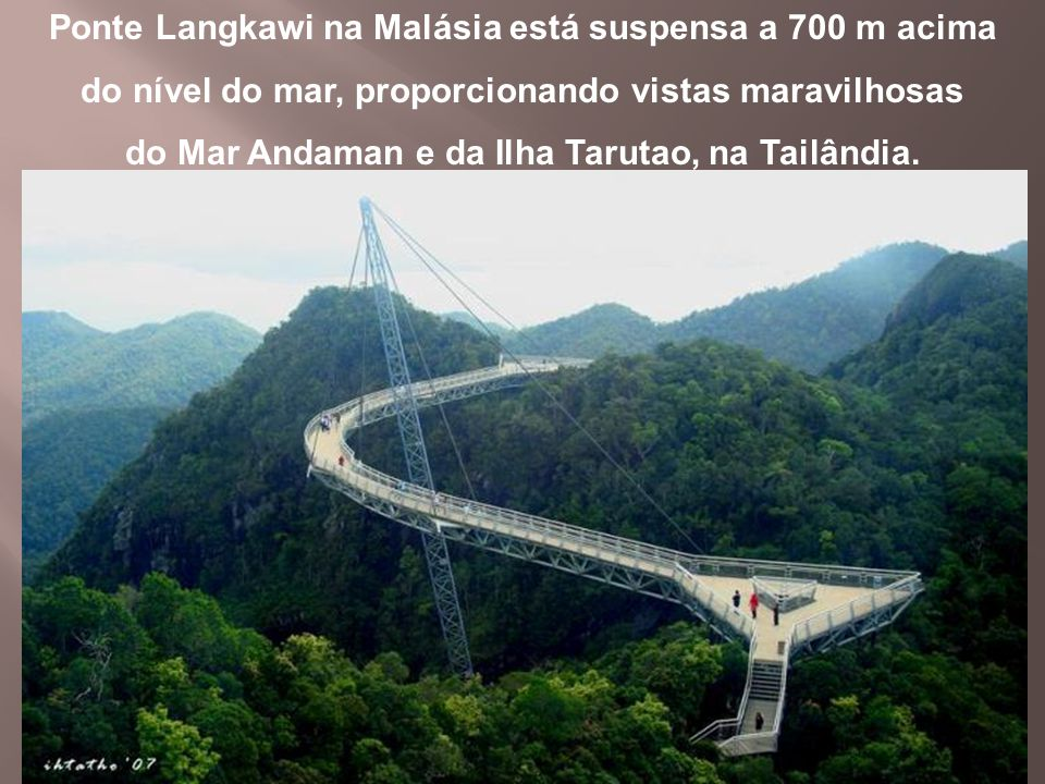 Ponte Langkawi na Malásia está suspensa a 700 m acima