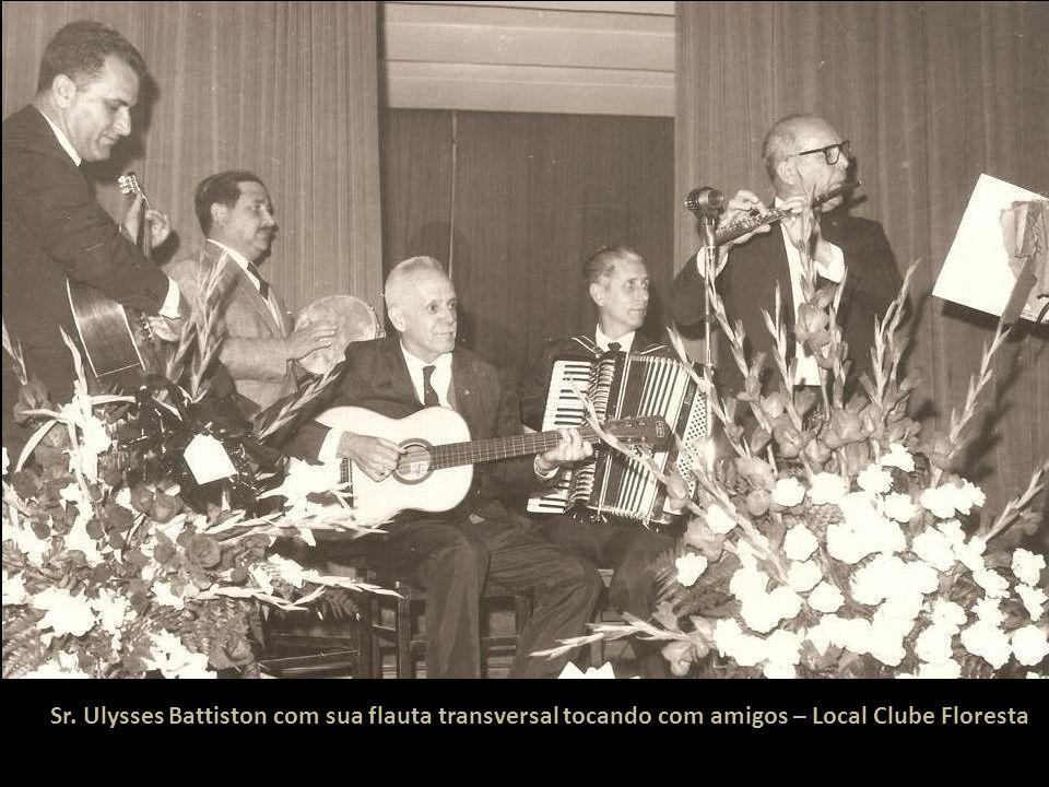 Sr. Ulysses Battiston com sua flauta transversal tocando com amigos – Local Clube Floresta