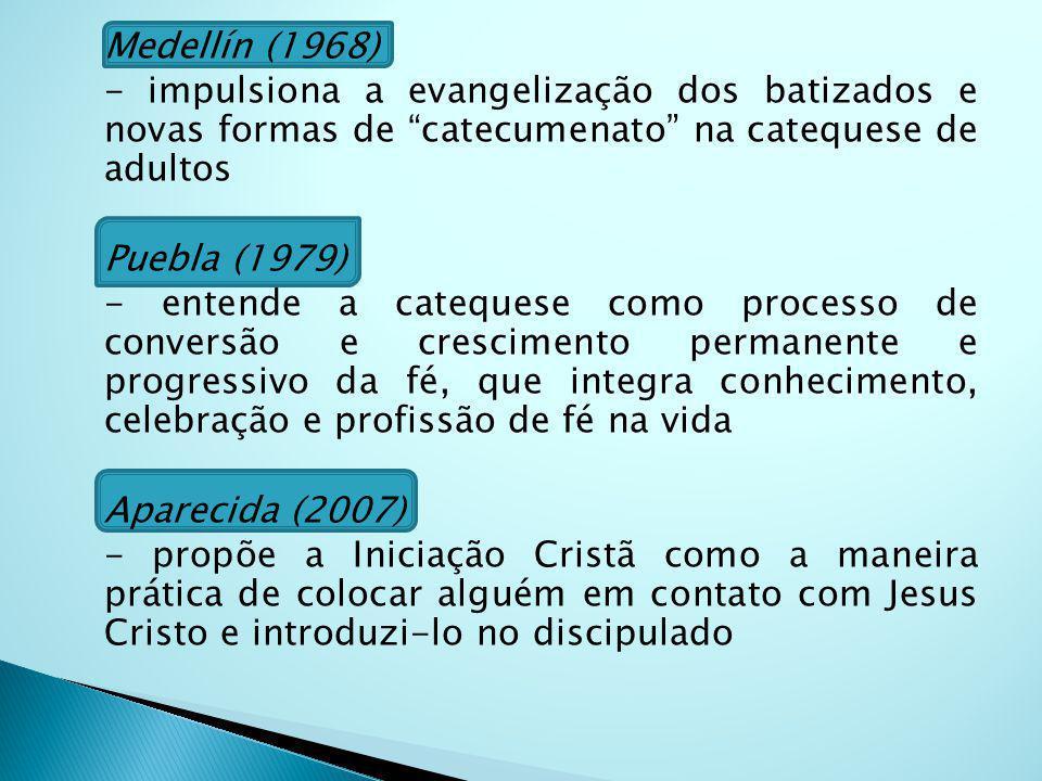 Medellín (1968) - impulsiona a evangelização dos batizados e novas formas de catecumenato na catequese de adultos Puebla (1979) - entende a catequese como processo de conversão e crescimento permanente e progressivo da fé, que integra conhecimento, celebração e profissão de fé na vida Aparecida (2007) - propõe a Iniciação Cristã como a maneira prática de colocar alguém em contato com Jesus Cristo e introduzi-lo no discipulado