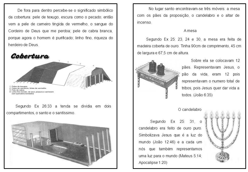 No lugar santo encontravam-se três móveis: a mesa com os pães da proposição, o candelabro e o altar de incenso.