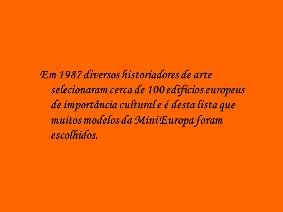 Em 1987 diversos historiadores de arte selecionaram cerca de 100 edifícios europeus de importância cultural e é desta lista que muitos modelos da Mini Europa foram escolhidos.