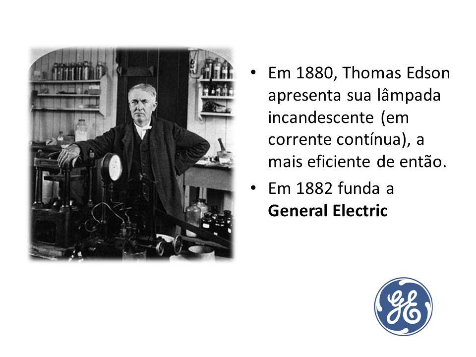 Em 1880, Thomas Edson apresenta sua lâmpada incandescente (em corrente contínua), a mais eficiente de então.