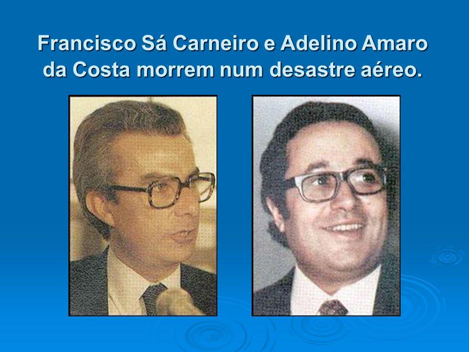 Francisco Sá Carneiro e Adelino Amaro da Costa morrem num desastre aéreo.