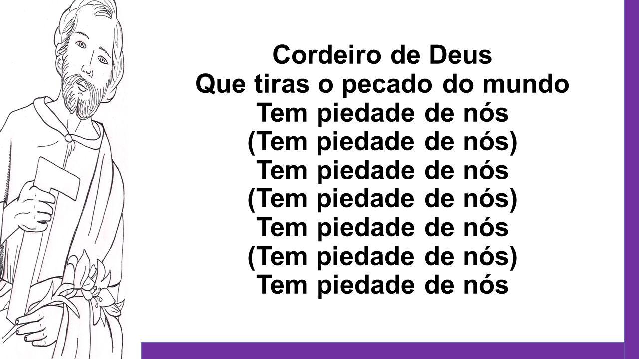 Cordeiro de Deus Que tiras o pecado do mundo Tem piedade de nós (Tem piedade de nós) Tem piedade de nós (Tem piedade de nós) Tem piedade de nós (Tem piedade de nós) Tem piedade de nós