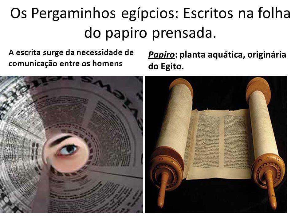 Os Pergaminhos egípcios: Escritos na folha do papiro prensada.