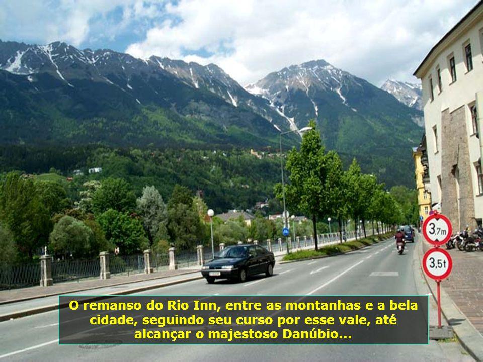 O remanso do Rio Inn, entre as montanhas e a bela cidade, seguindo seu curso por esse vale, até alcançar o majestoso Danúbio...