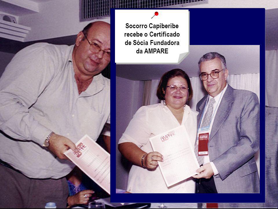 Socorro Capiberibe recebe o Certificado de Sócia Fundadora da AMPARE