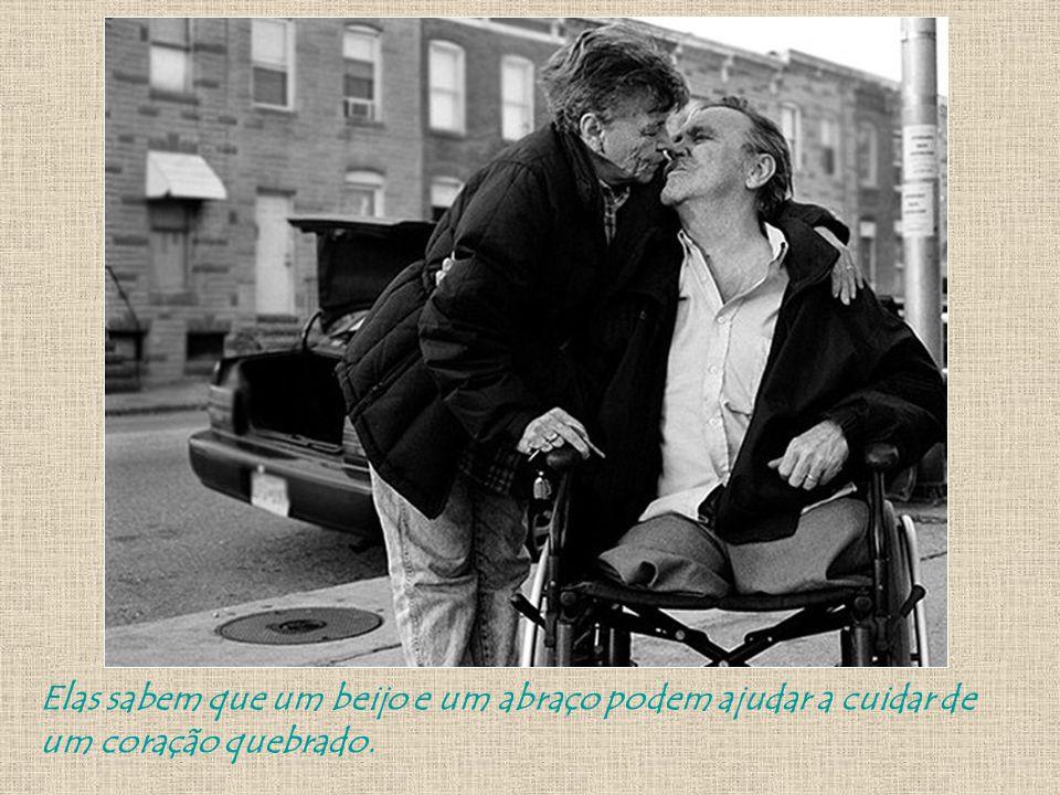 Elas sabem que um beijo e um abraço podem ajudar a cuidar de um coração quebrado.