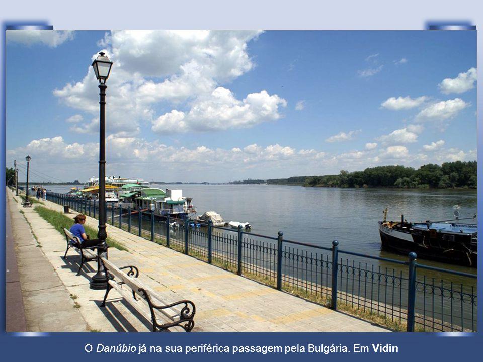 O Danúbio já na sua periférica passagem pela Bulgária. Em Vidin