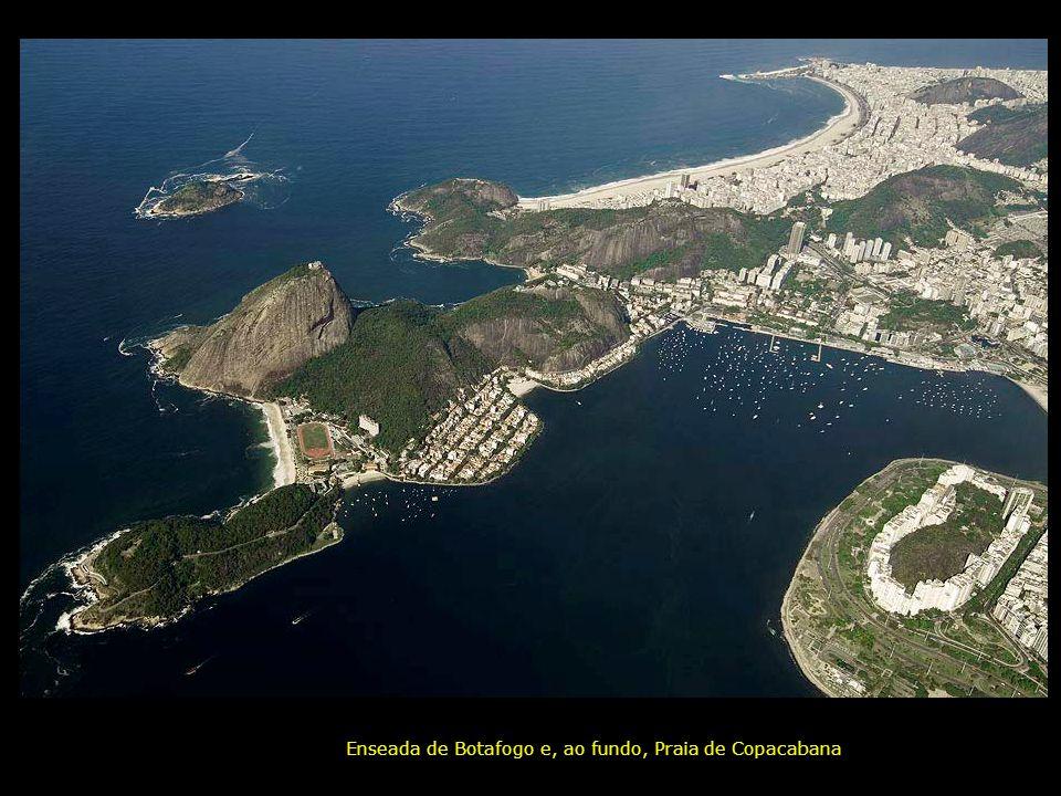 Enseada de Botafogo e, ao fundo, Praia de Copacabana