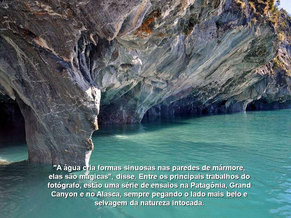 A água cria formas sinuosas nas paredes de mármore, elas são mágicas , disse.