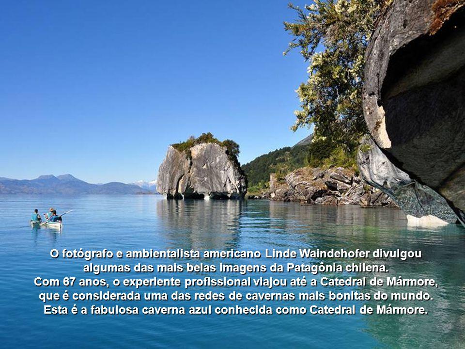 Esta é a fabulosa caverna azul conhecida como Catedral de Mármore.