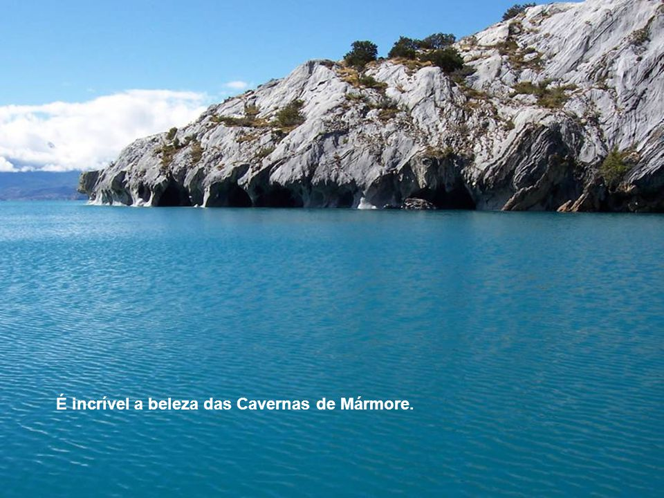 É incrível a beleza das Cavernas de Mármore.