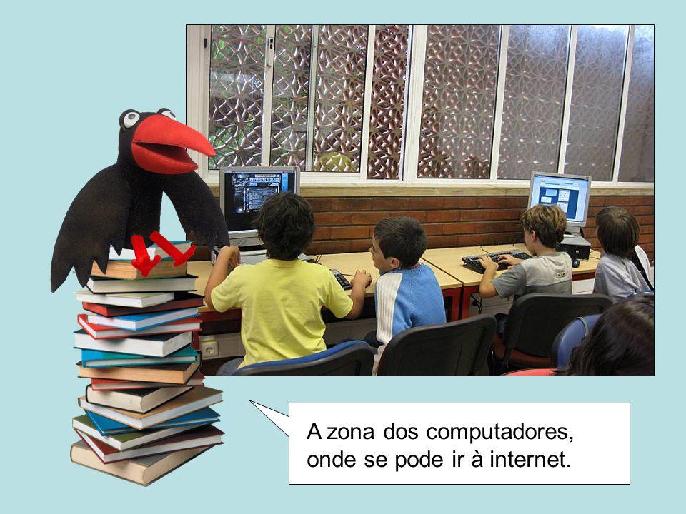 A zona dos computadores, onde se pode ir à internet.