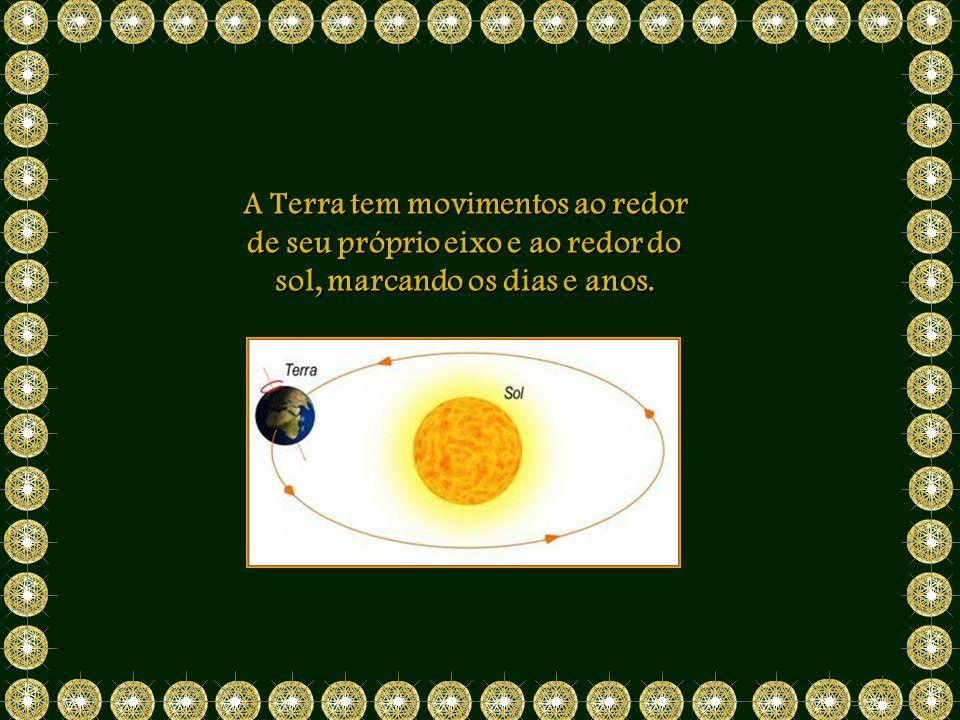 A Terra tem movimentos ao redor de seu próprio eixo e ao redor do sol, marcando os dias e anos.