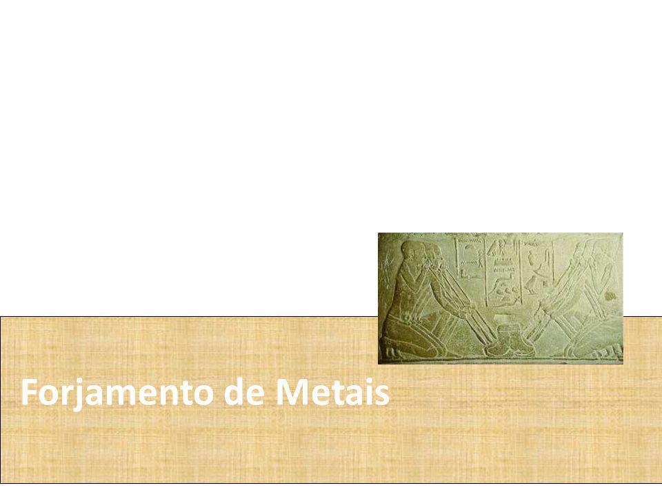 Os egípcios primitivos aprenderam a usar o cobre e o ouro