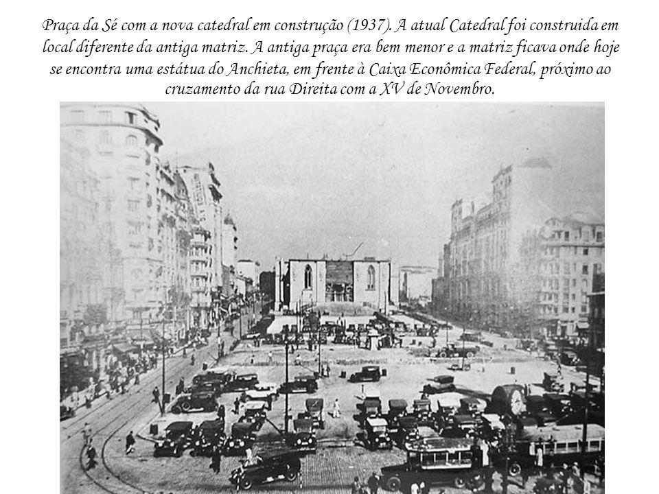 Praça da Sé com a nova catedral em construção (1937)