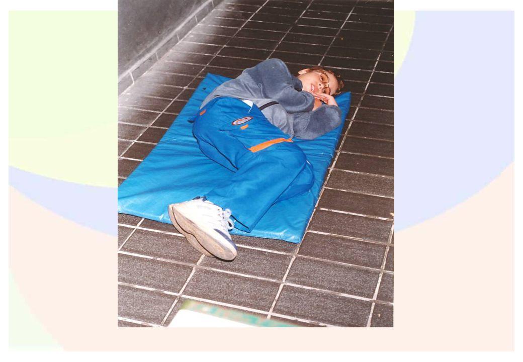 Foto da vivência corporal da postura deitada