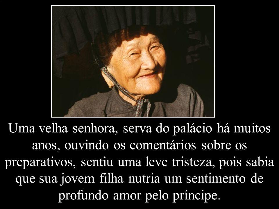 Uma velha senhora, serva do palácio há muitos anos, ouvindo os comentários sobre os preparativos, sentiu uma leve tristeza, pois sabia que sua jovem filha nutria um sentimento de profundo amor pelo príncipe.