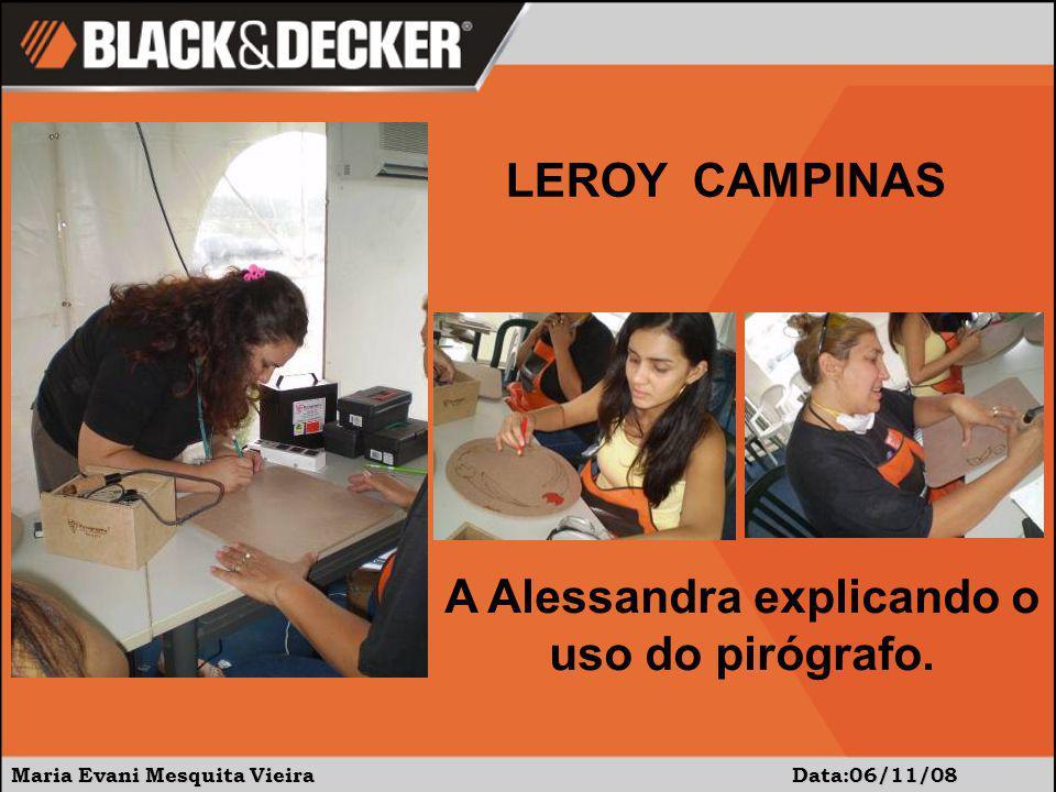 A Alessandra explicando o uso do pirógrafo.