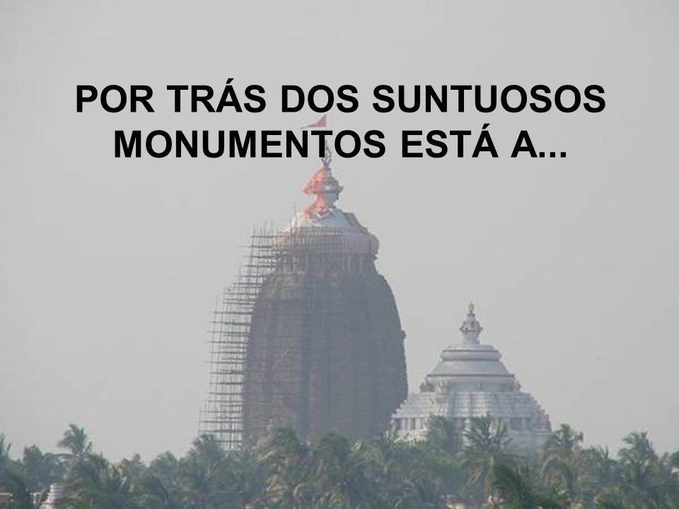 POR TRÁS DOS SUNTUOSOS MONUMENTOS ESTÁ A...
