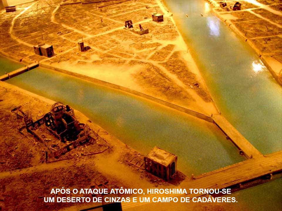 APÓS O ATAQUE ATÔMICO, HIROSHIMA TORNOU-SE UM DESERTO DE CINZAS E UM CAMPO DE CADÁVERES.