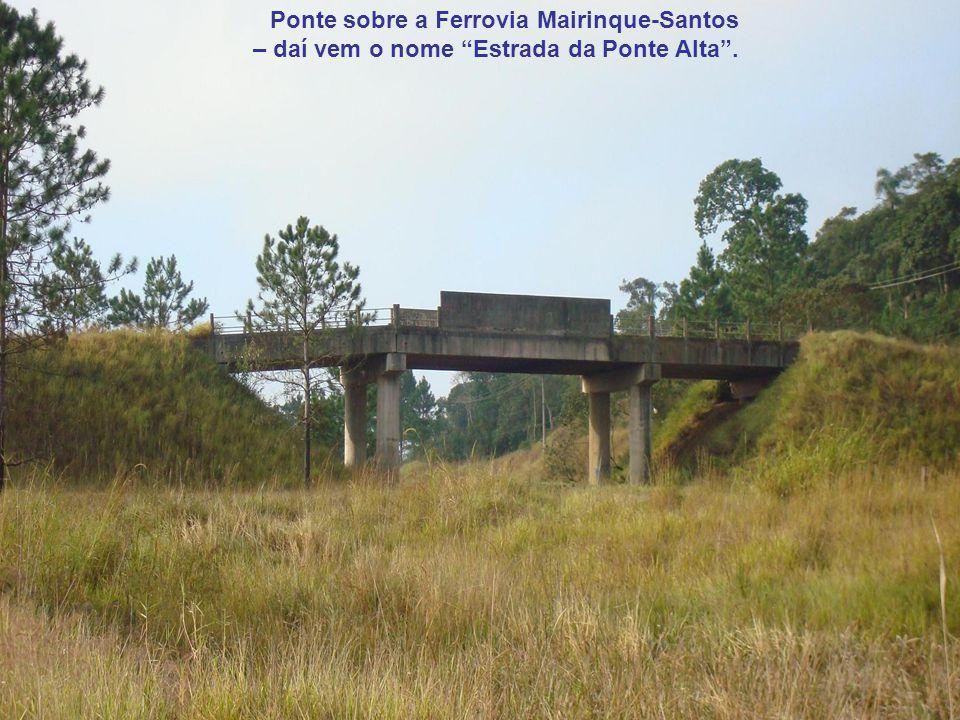 Ponte sobre a Ferrovia Mairinque-Santos – daí vem o nome Estrada da Ponte Alta .