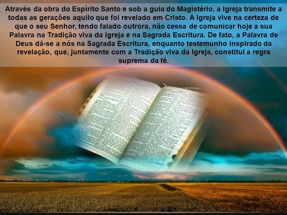Através da obra do Espírito Santo e sob a guia do Magistério, a Igreja transmite a todas as gerações aquilo que foi revelado em Cristo.