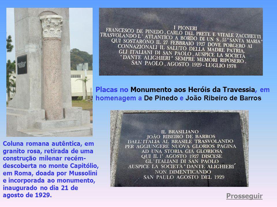 Placas no Monumento aos Heróis da Travessia, em homenagem a De Pinedo e João Ribeiro de Barros