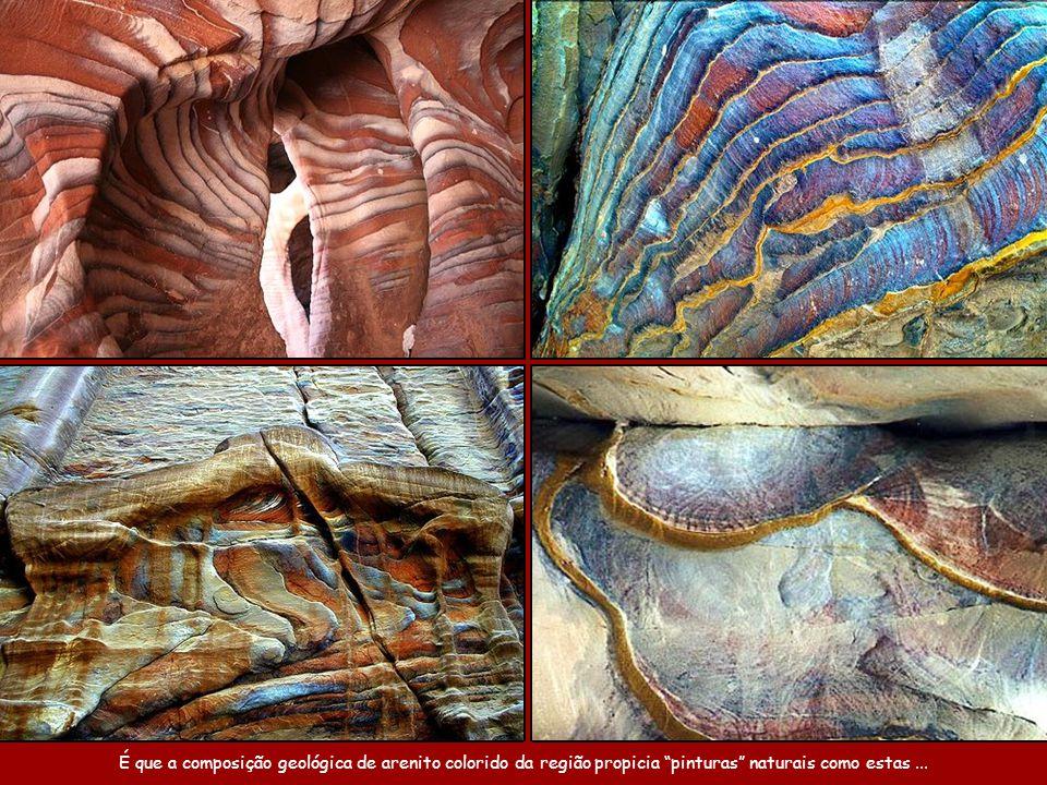 É que a composição geológica de arenito colorido da região propicia pinturas naturais como estas ...