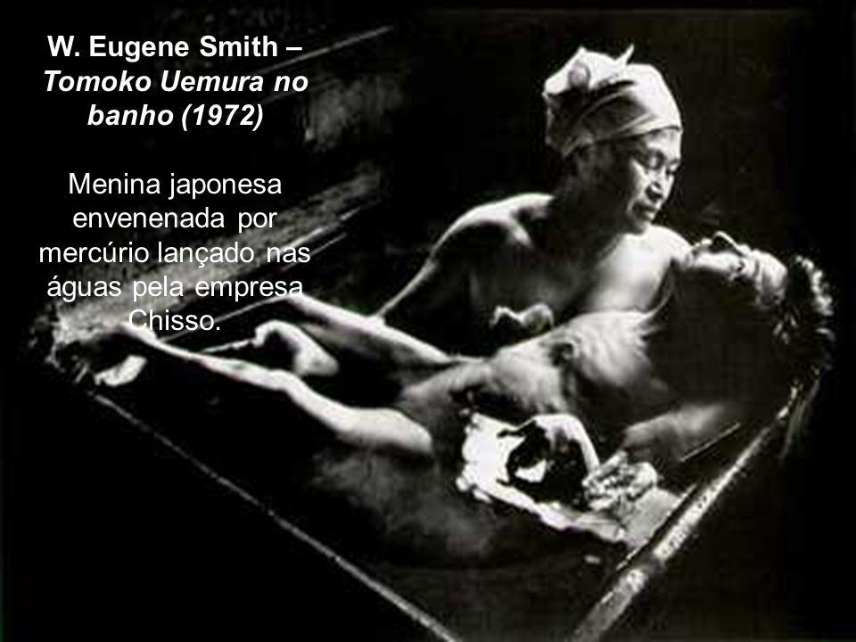 W. Eugene Smith – Tomoko Uemura no banho (1972)