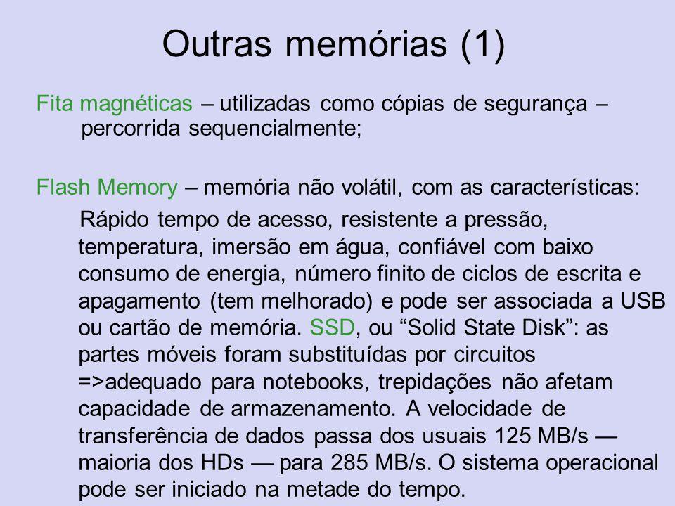 Outras memórias (1) Fita magnéticas – utilizadas como cópias de segurança – percorrida sequencialmente;
