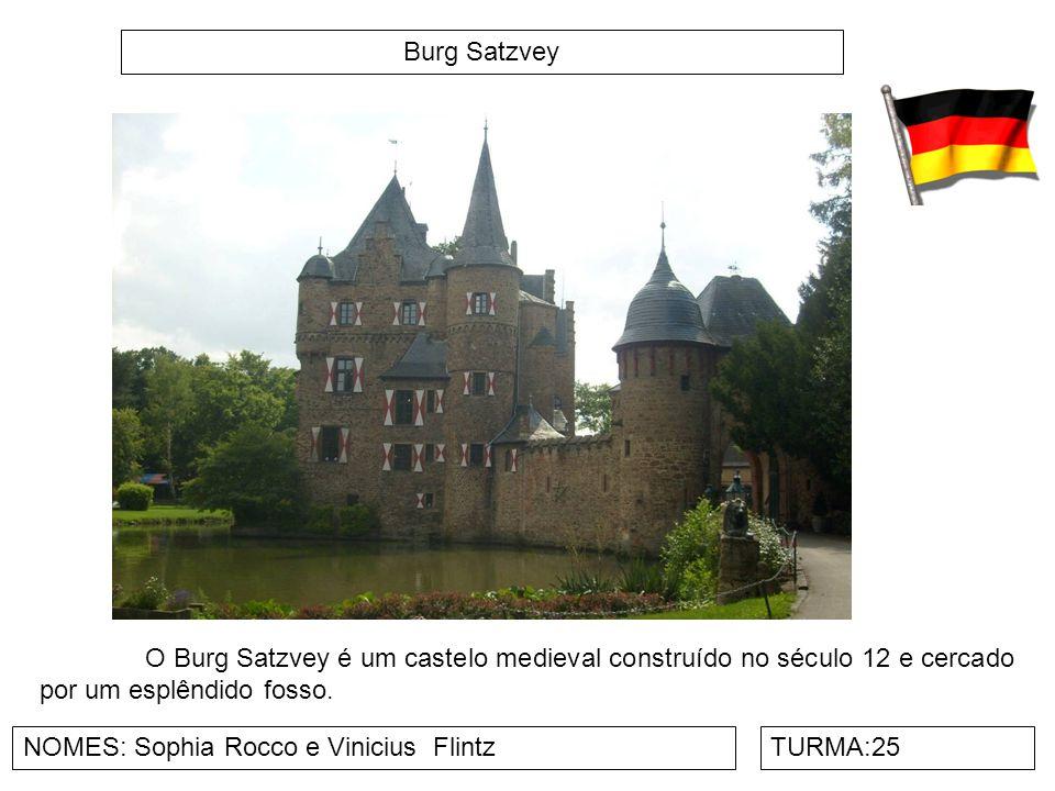 Burg Satzvey O Burg Satzvey é um castelo medieval construído no século 12 e cercado por um esplêndido fosso.