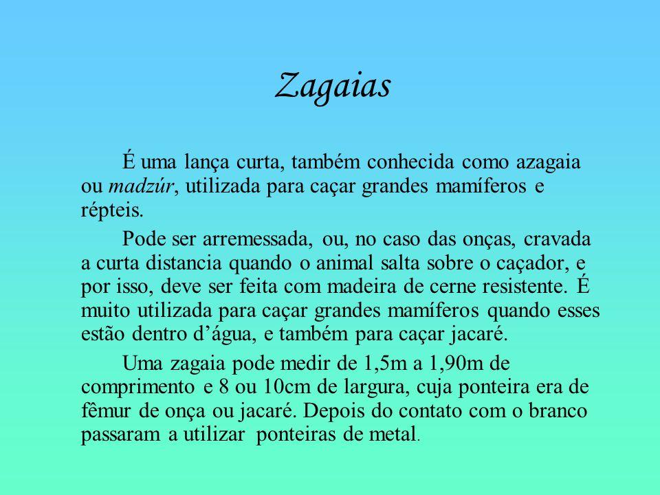 Zagaias É uma lança curta, também conhecida como azagaia ou madzúr, utilizada para caçar grandes mamíferos e répteis.
