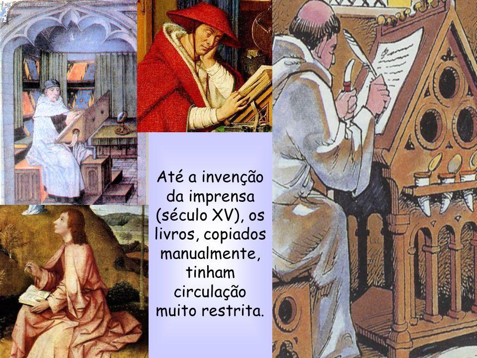 Até a invenção da imprensa (século XV), os livros, copiados manualmente, tinham circulação muito restrita.