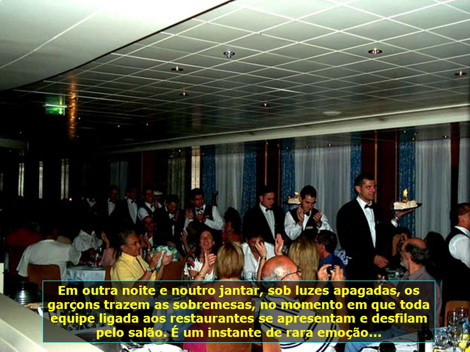 P0010115 - GRAND VOYAGER - FESTA NO RESTAURANTE-700