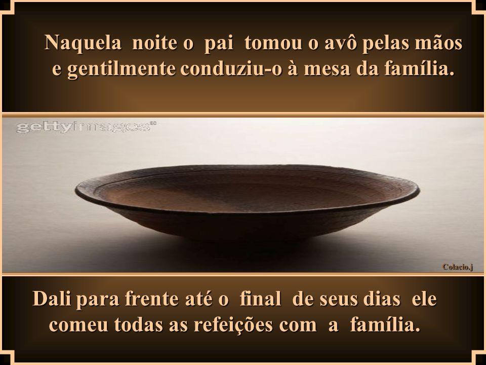 Naquela noite o pai tomou o avô pelas mãos e gentilmente conduziu-o à mesa da família.
