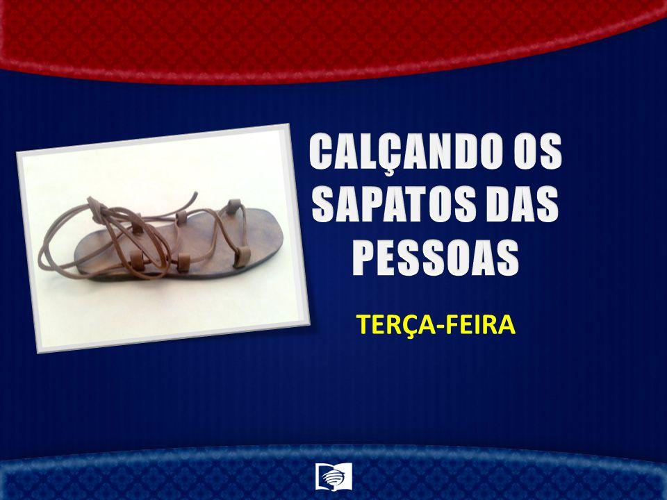 CALÇANDO OS SAPATOS DAS PESSOAS