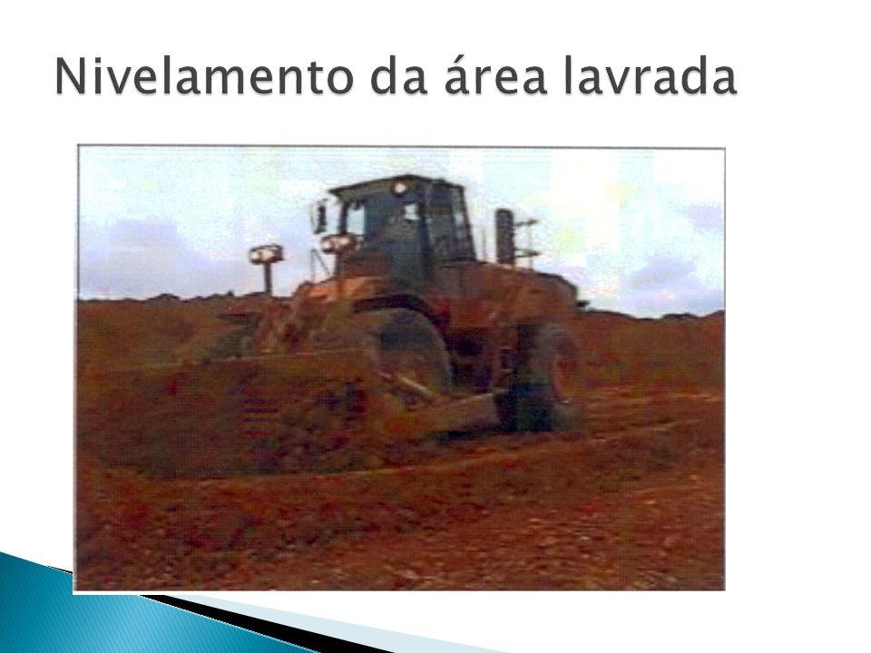 Nivelamento da área lavrada