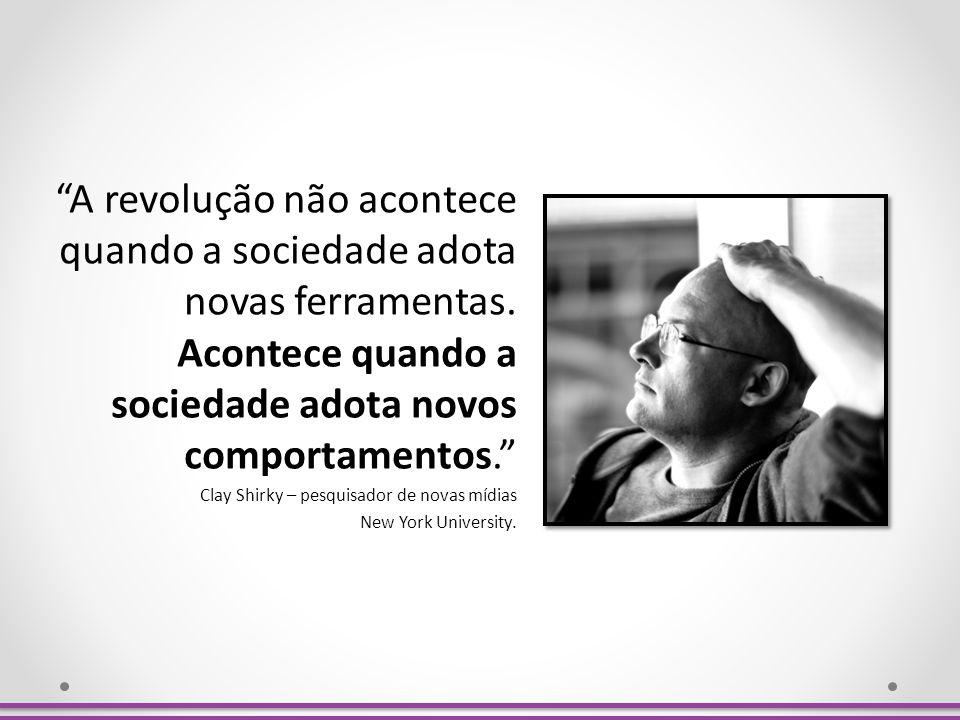 A revolução não acontece quando a sociedade adota novas ferramentas