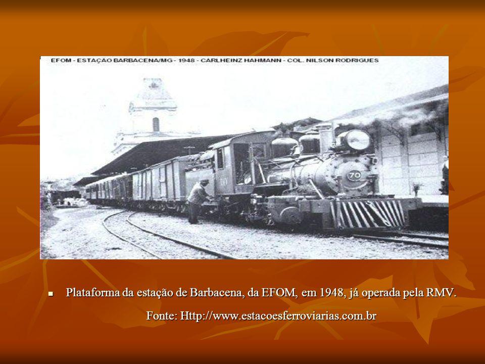 Plataforma da estação de Barbacena, da EFOM, em 1948, já operada pela RMV.