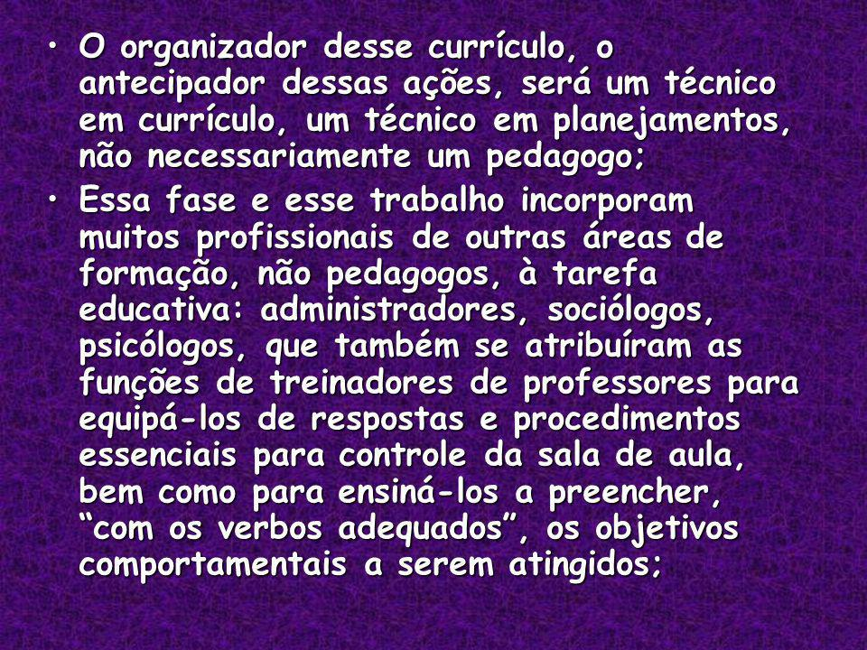 O organizador desse currículo, o antecipador dessas ações, será um técnico em currículo, um técnico em planejamentos, não necessariamente um pedagogo;