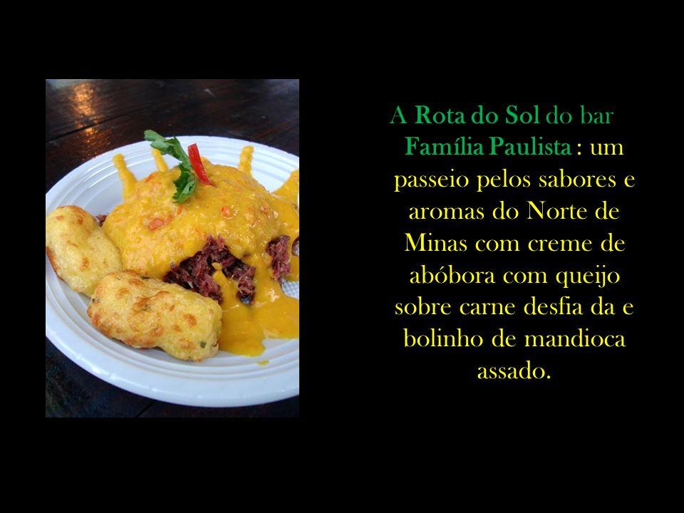 A Rota do Sol do bar Família Paulista : um passeio pelos sabores e aromas do Norte de Minas com creme de abóbora com queijo sobre carne desfia da e bolinho de mandioca assado.